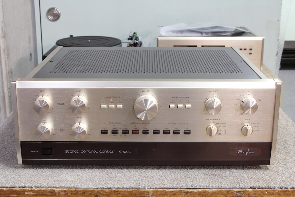 C-200L Accuphase アキュフェーズ コントロールアンプ(トランジスター) 画像a