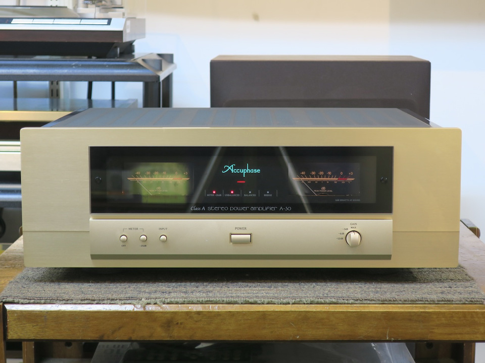 A-30 Accuphase アキュフェーズ パワーアンプ(トランジスター) 画像a