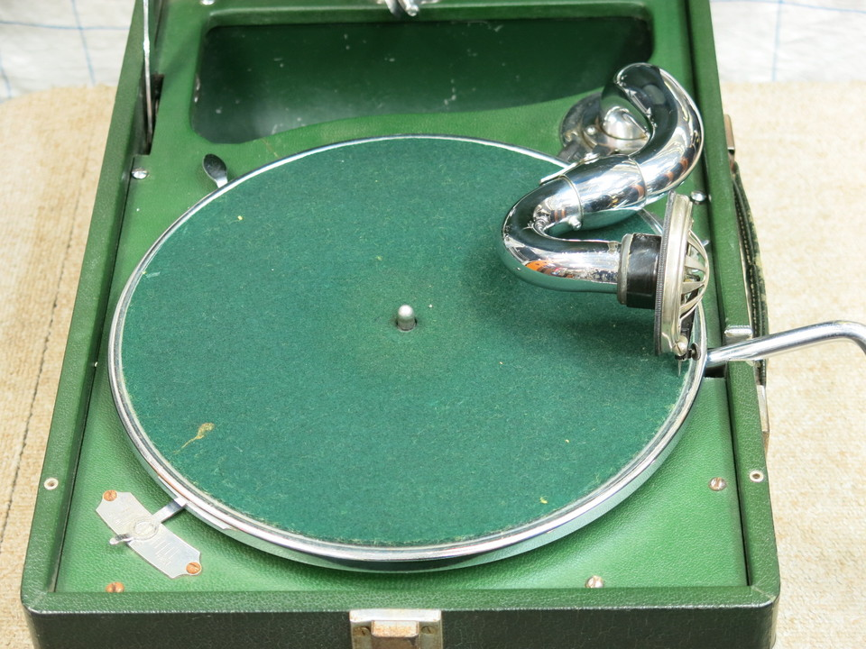 model 102 Portable Gramophone HMV 画像