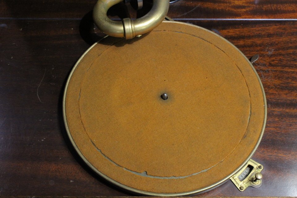 CREDENZA Victrola 画像